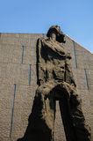 Vertikal banerskytte, skulptur, borttappat barn som sörjer modern Arkivbilder
