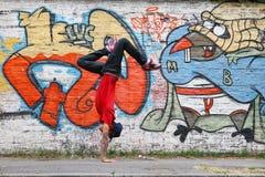 Vertikal breakdance Fotografering för Bildbyråer