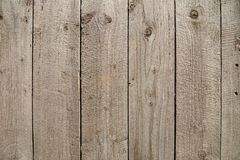 Vertikal gesetzte alte hölzerne Planken lizenzfreie stockfotos