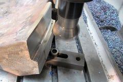 Vertikal maskin för CNC-metall royaltyfri foto