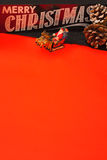 Vertikal menyjulbokstav med jultomten på en röd bakgrund Royaltyfri Bild