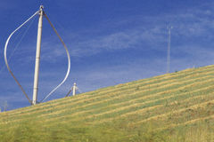 Vertikal-Mittellinie Windturbinen lizenzfreie stockbilder