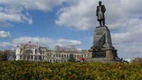 Vertikal panorama av monumentet Admira Nakhimov i Sevastopol stock video