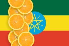 Vertikal rad för Etiopien flagga- och citrusfruktskivor arkivbilder