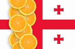 Vertikal rad för Georgia flagga- och citrusfruktskivor fotografering för bildbyråer