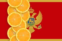 Vertikal rad för Montenegro flagga- och citrusfruktskivor royaltyfri bild