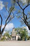 Vertikal sikt av den södra sidan av Manitoba den lagstiftnings- byggnaden royaltyfri foto