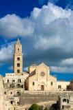 Vertikal sikt av staden av Matera på bakgrund för blå himmel mate arkivfoton