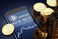 Vertikal smartphone med på-skärmen för Bitcoin den kontanta handeldiagram bland högar av guld- Bitcoin kassamynt Arkivbild