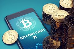 Vertikal smartphone med på-skärmen för Bitcoin den kontanta tillväxtdiagram bland högar av guld- Bitcoin kassamynt Royaltyfri Bild