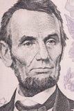 Vertikal stående av framsidan för Abraham Lincoln ` s på dollarräkningen för USA 5 Skjuten makro Royaltyfri Bild