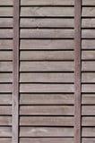 Vertikal textur av en vägg från flera rader av bruna gamla träbräden Målad trävägg i brun colo Royaltyfria Bilder