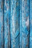 Vertikal träbakgrund med textur av gamla bräden som målas i blå färg fotografering för bildbyråer