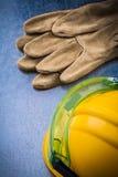 Vertikal version av skyddande workwear på skrapad metallisk su Fotografering för Bildbyråer