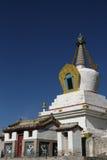 Vertikal vit stupa i den Erdene Zuu kloster Royaltyfri Foto