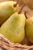 vertikala bartlett täta pears royaltyfria foton