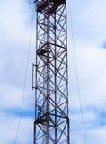 Vertikala cell- torn med antennbakgrund royaltyfri bild