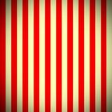 vertikala röda band för beige modell Arkivbild