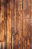 Vertikala red ut wood plankor Arkivbild