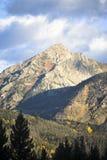 Vertikala steniga berg Royaltyfria Bilder