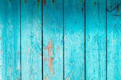 Vertikala träplankor för bakgrund med turkosmålarfärg arkivfoto