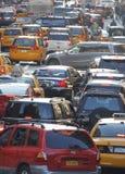 33. Vertikale des starken Verkehrs Straße New York City Lizenzfreie Stockbilder