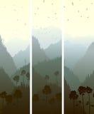 Vertikale Fahnen von den Bergen hölzern. Stockfoto