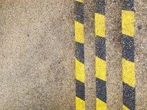 Vertikale gelbe und schwarze Hinweiszeilen Lizenzfreie Stockfotografie
