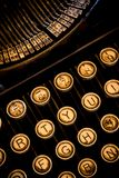 Vertikale Nahaufnahme-Schreibmaschine Stockfotos