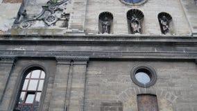 Vertikale panoramische Gesamtlänge von Bernardine-Kloster in Lemberg stock footage