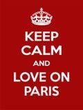 Vertikale rechteckige rot-weiße Motivation die Liebe auf Paris-Plakat basiert im Weinleseretrostil Stockbild