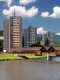 Kolonnadenbrücke und -ebenen in Bysterec Stockfotografie