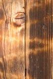 Vertikaler abstrakter Hintergrund einer schäbigen Holzoberfläche des Lichtes Lizenzfreies Stockbild