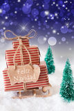 Vertikaler Pferdeschlitten, blauer Hintergrund, Feliz Navidad Means Merry Christmas Stockfoto