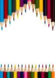 Vertikaler Rahmen mit bunten Bleistiften auf weißem Hintergrund 3 Stockbilder