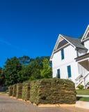 Vertikaler Rasen mit Haus Lizenzfreies Stockbild