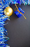 Vertikales Bild für Weihnachtsgrußkarte, Rabatt oder Verkaufsfahnenschablone, Modell Lizenzfreie Stockfotografie