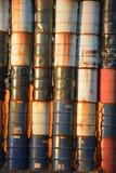 Vertikales Detail der Lagerwand der 50-Gallonen-Trommeln nahe Millersburg, Oregon Lizenzfreie Stockfotos