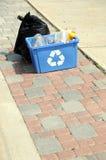 Vertikales Foto des Abfalls und der Wiederverwertung auf Kandare Lizenzfreie Stockbilder