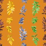 Vertikales Gelbes des nahtlosen Musters, orange, Burgunder-Grün verlässt auf einem orange Hintergrund watercolor Lizenzfreie Stockfotografie