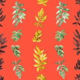 Vertikales Grünes des nahtlosen Musters, gelb, Schwarzes verlässt auf einem roten Hintergrund watercolor Stockfotos