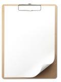 Vertikales Klemmbrett mit Weißbuch Stockfotografie