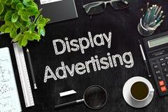 Vertoning die op Zwart Bord adverteren het 3d teruggeven Royalty-vrije Stock Afbeelding