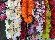 Vertoning van kleurrijke leis in Hawaï stock foto