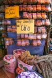 Vertoning van kruiden in Mercado Cuatro in Asuncion, Paraguay stock foto's