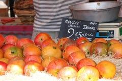 Vertoning van mango's in een markt, Nice, Frankrijk Stock Foto