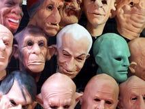 Vertoning van menselijke en dierlijke maskers Royalty-vrije Stock Afbeeldingen