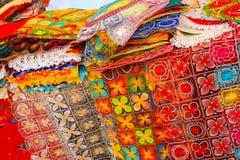Vertoning van nanduti bij de straatmarkt in Asuncion, Paraguay stock afbeelding