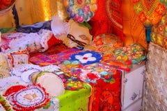 Vertoning van nanduti bij de straatmarkt in Asuncion, Paraguay Royalty-vrije Stock Afbeeldingen