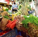 Vertoning van vers fruit en veg royalty-vrije stock foto's